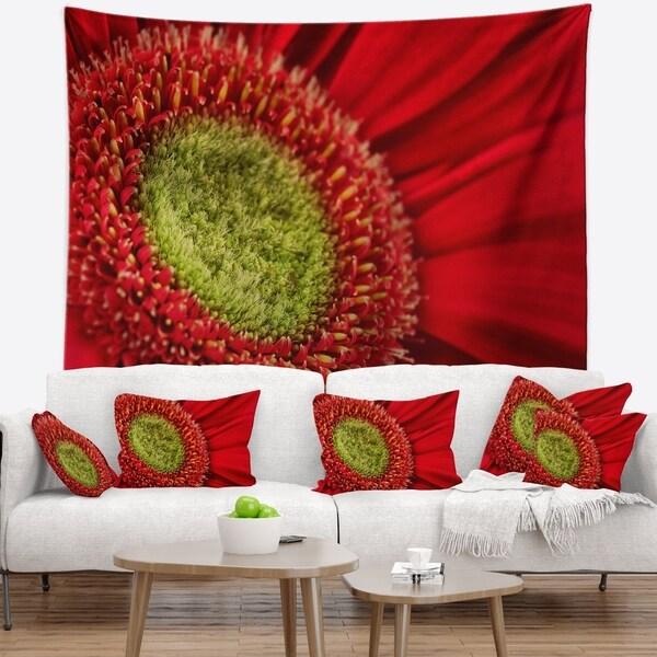 Designart 'Red Daisy Gerbera Flower Close up' Flowers Wall Tapestrywork
