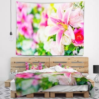 Designart 'Beautiful Lily Flowers in Bouquet' Floral Wall Tapestry
