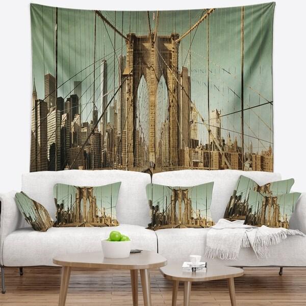 Designart 'Manhattan Bridge in New York Brown' Cityscape Wall Tapestry