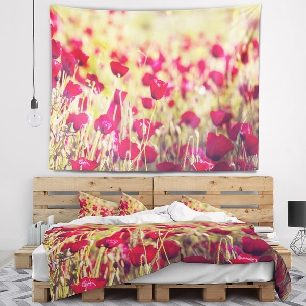 Designart 'Fantastic View of Wild Poppy Flowers' Flower Wall Tapestry