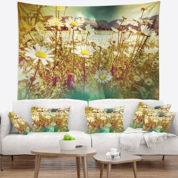 Designart 'Beautiful Blossom Chamomile Flowers' Floral Wall Tapestry