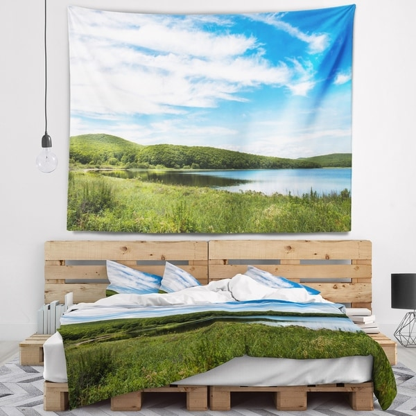 Designart 'Scenic View of Pacific Ocean Beach' Landscape Wall Tapestry