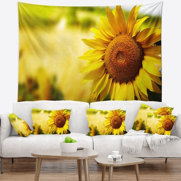 Designart 'Beautiful Tuscany Sunflower' Floral Wall Tapestry
