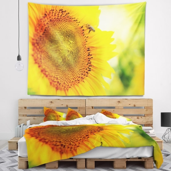 Designart 'Sunflower Blooming on Field' Animal Wall Tapestry