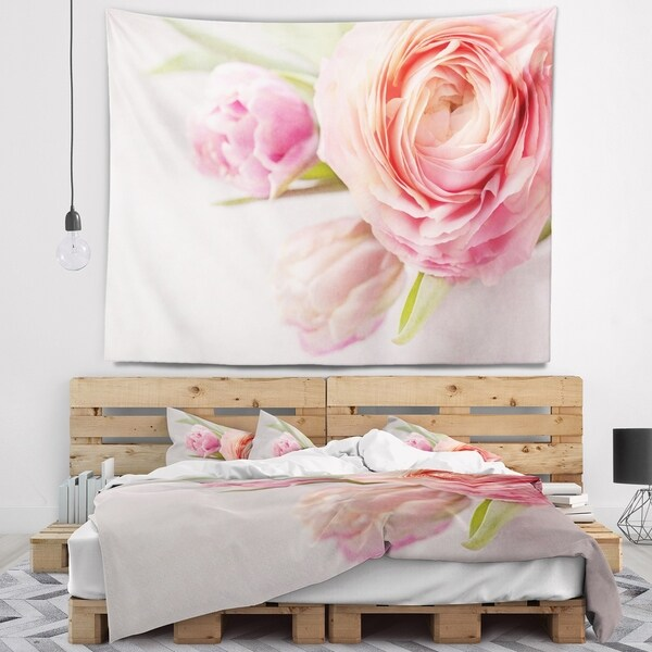 Designart 'Full Bloom and Blooming Flowers' Floral Wall Tapestry