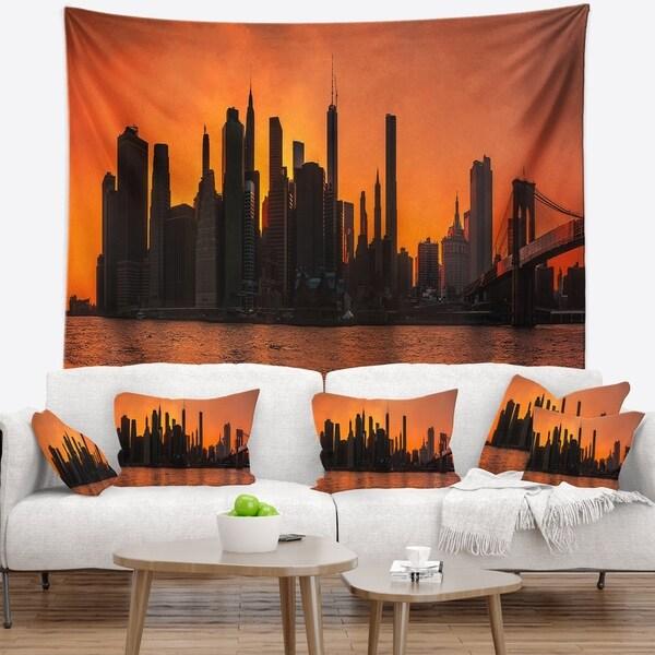 Designart 'Silhouettes of Manhattan Panorama' Wall Tapestry