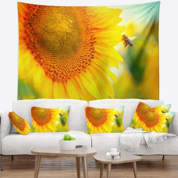 Designart 'Beautiful Sunflowers Blooming' Animal Wall Tapestry