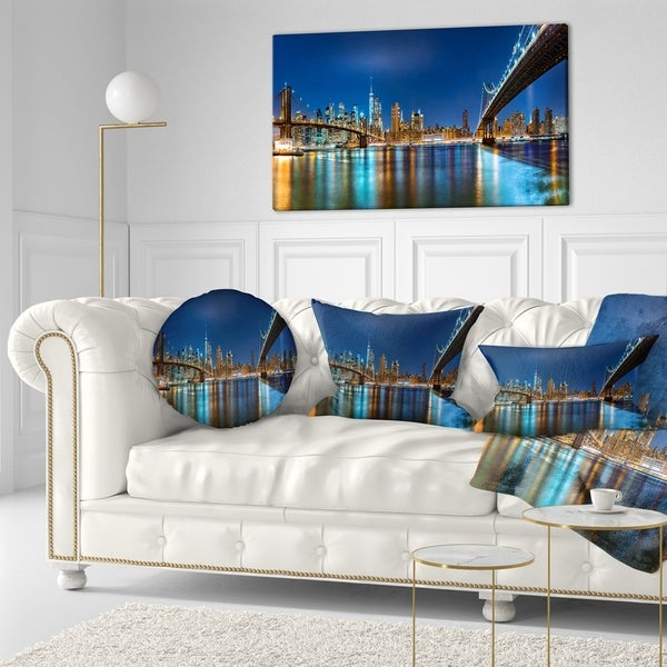 Designart 'Discontinued product' Cityscape Throw Pillow