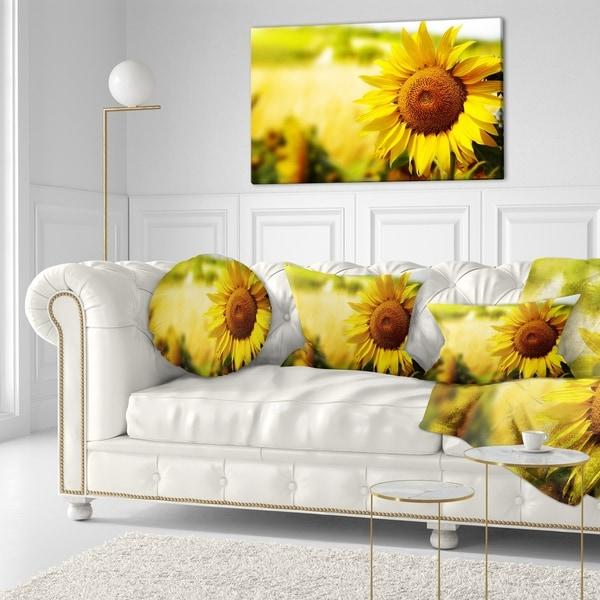 Designart 'Beautiful Tuscany Sunflower' Floral Throw Pillow