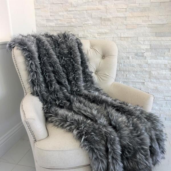 Shop Plutus Wolf Faux Fur Grey Luxury Throw - On Sale - Free ... 3daf64f17