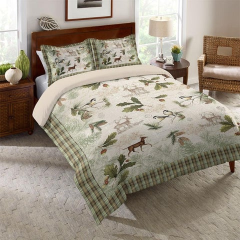 Laural Home Festive Forest Comforter
