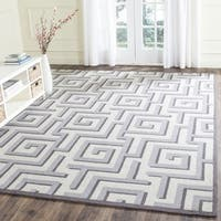 Safavieh Hand-Hooked Four Seasons Ivory / Grey Polyester Rug (8' x 10')