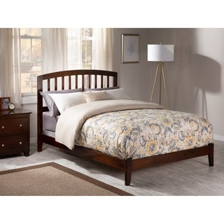 Richmond Full Traditional Bed in Walnut