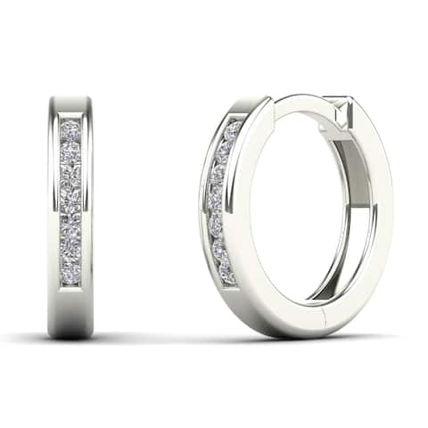 AALILLY 10k White Gold 1/10ct TDW Diamond Huggie Hoop Earrings (H-I, I1-I2)