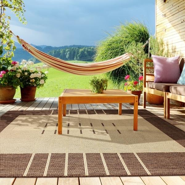 Havana Brown Flat-weave Indoor/Outdoor Area Rug (5' 3 x 7' 5)