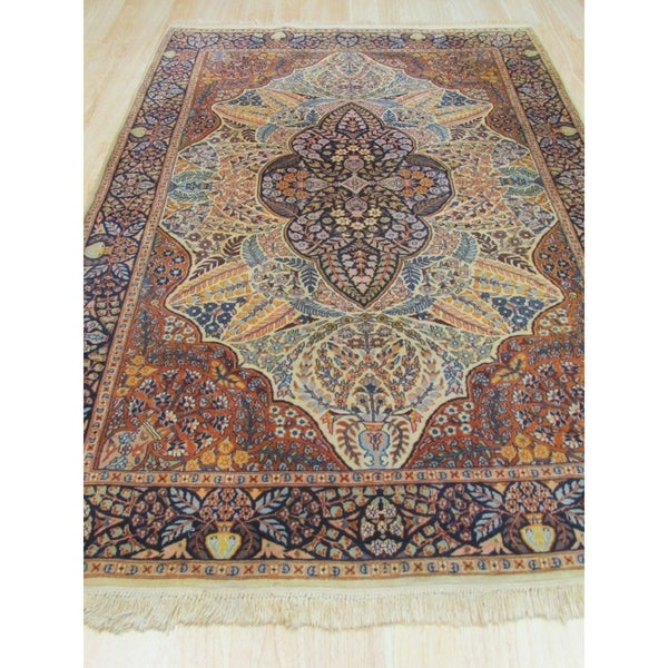 Hand-knotted Wool Ivory Traditional Oriental Pak-Persian Rug - 5' x 5'