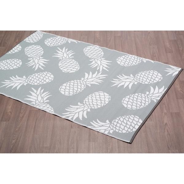 shop fiesta grey pineapple indoor outdoor plastic area rug 4 x 6
