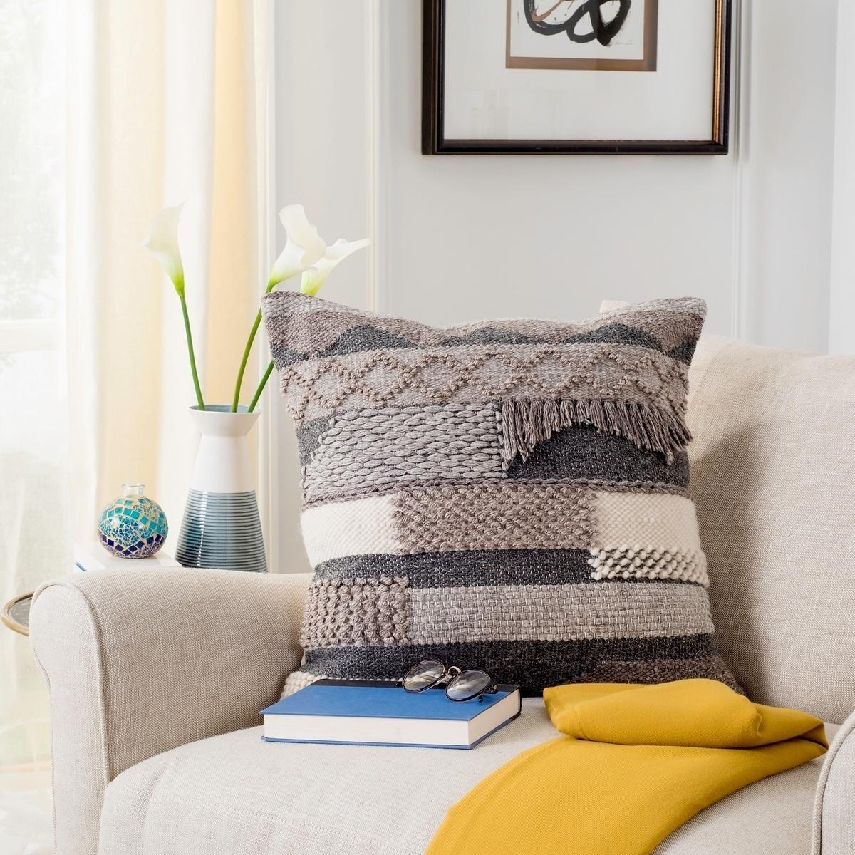 Details About Safavieh Gareth Nomad Desert Wool 20 Inch Decorative Pillow Assorted 1 8 X 1 8