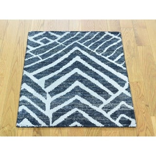 Hand Knotted Ivory Modern & Contemporary with Wool & Silk Oriental Rug - 2' x 2'2