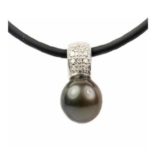 Pearl Lustre Black Tahitian Cultured Pearl with Diamonds