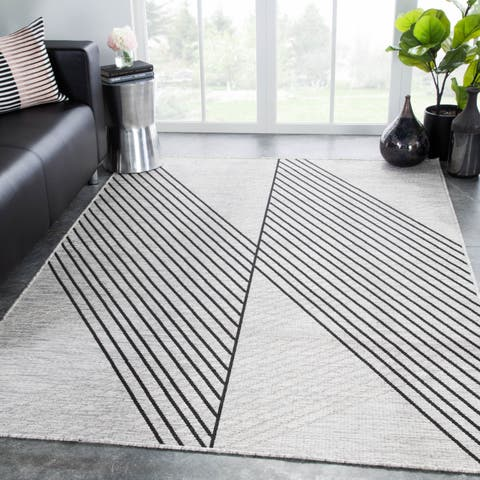 "Nikki Chu Cyrene Indoor/Outdoor Geometric Light Gray/Black Rug - 7'11"" x 10'"