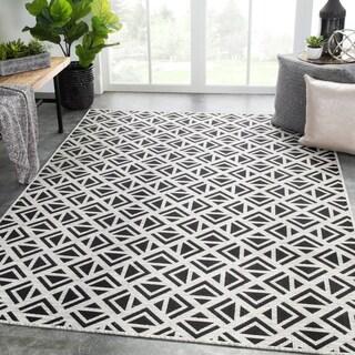 "Nikki Chu Tanith Indoor/ Outdoor Geometric Light Gray/ Black Area Rug - 5'3"" x 7'6"""