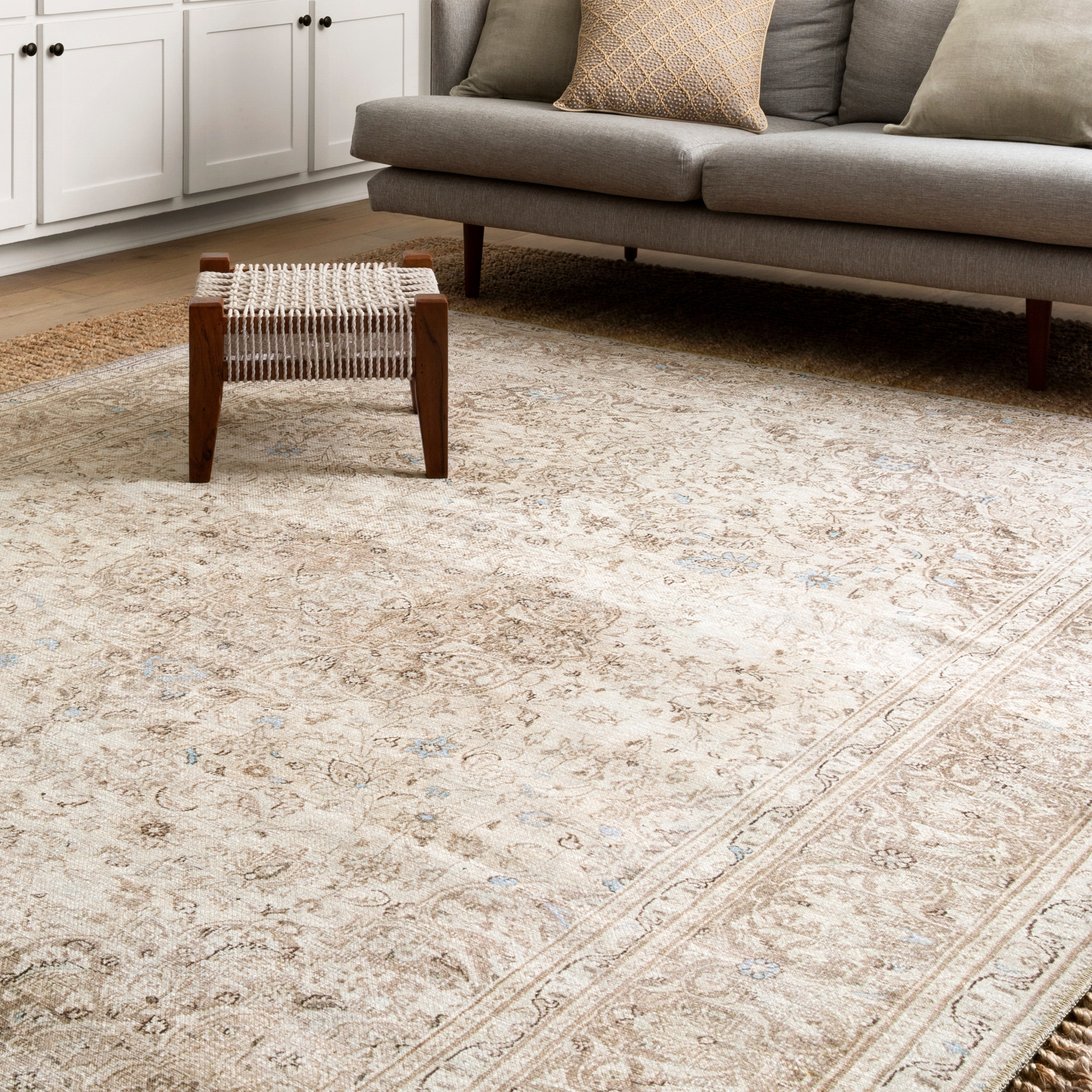 Alexander Home Beige/Taupe Distressed Medallion Area Rug - 84 x 116 (Sand/Taupe - 84 x 116)