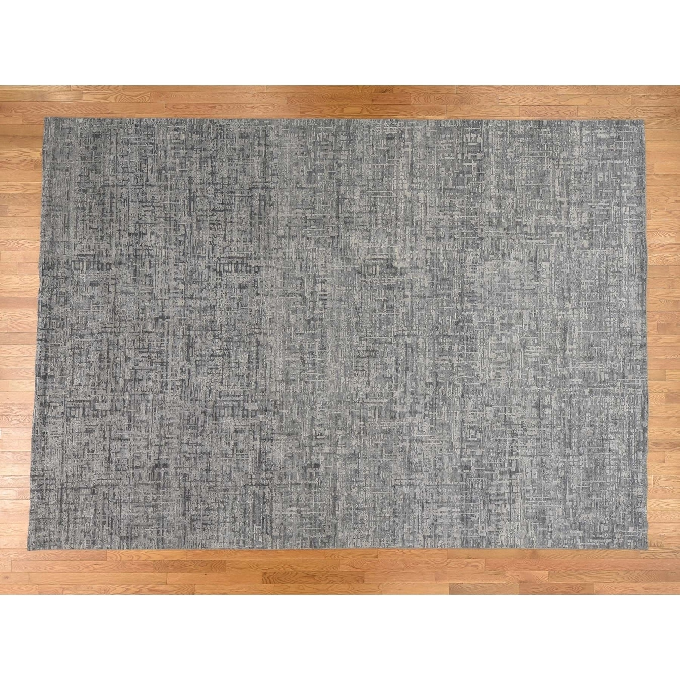 Hand Knotted Grey Modern & Contemporary with Wool & Silk Oriental Rug - 101 x 143