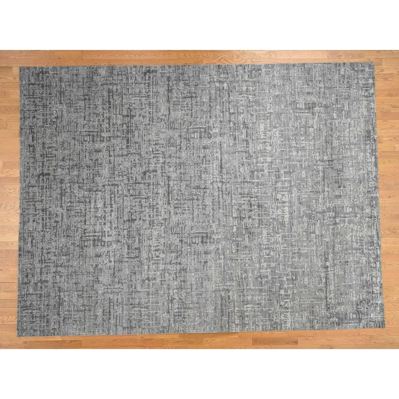 Hand Knotted Grey Modern & Contemporary with Wool & Silk Oriental Rug - 92 x 124