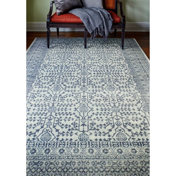 """Noelle Ivory/Blue Transitional Area Rug - 5' x 7'6"""""""