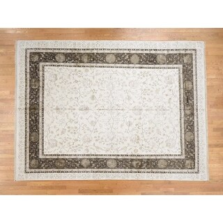 Hand Knotted Ivory Fine Oriental with Wool & Silk Oriental Rug - 9'9 x 13'2