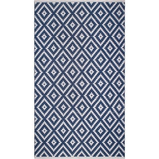 Handmade Chanler Blue Indoor/Outdoor Floor PET Rug (India) - 5' x 8'