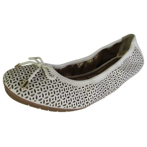 Me Too Womens Livia Leather Ballet Flat Shoes, White Nappa