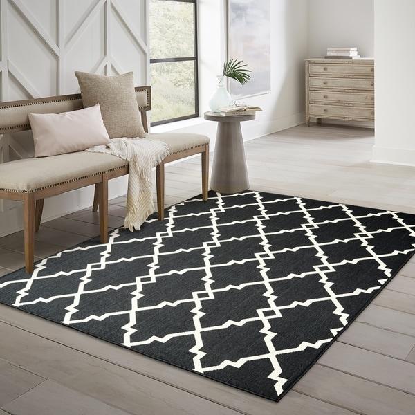 "Havenside Home Pelican Ornate Lattice Black/ Ivory Loop Pile Indoor/ Outdoor Area Rug - 8'6"" x 13'"