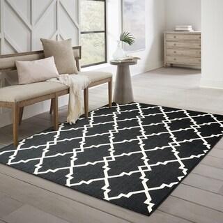 "Havenside Home Pelican Ornate Lattice Black/ Ivory Loop Pile Indoor/ Outdoor Area Rug - 6'7"" x 9'6"""