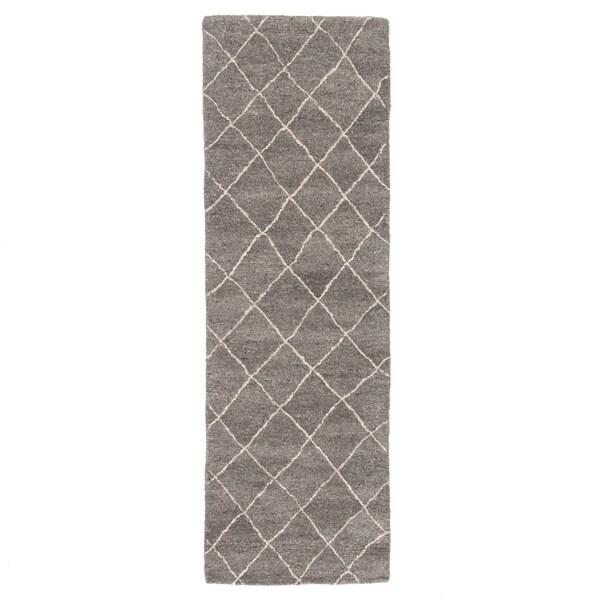 "Maris Handmade Geometric Gray Runner Rug (2'6""X8') - 2'6"" x 8' Runner"