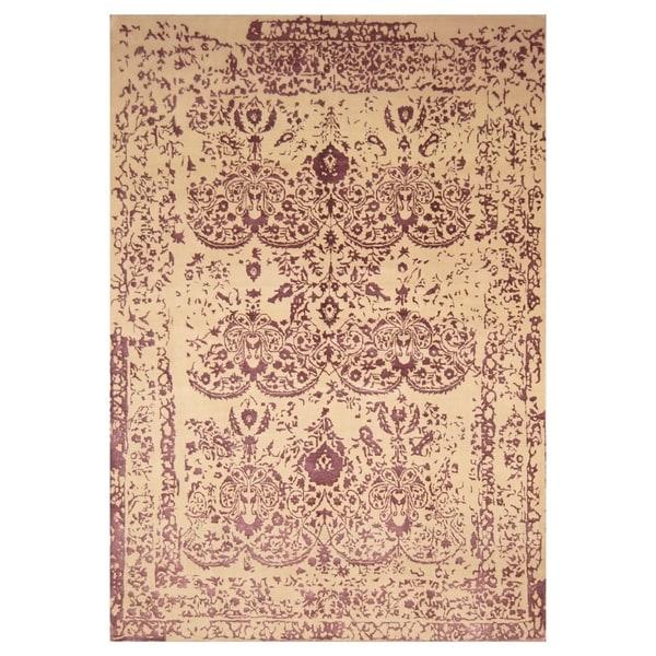 Handmade Wool and Silk Erased Rug (India) - 6'6 x 9'9