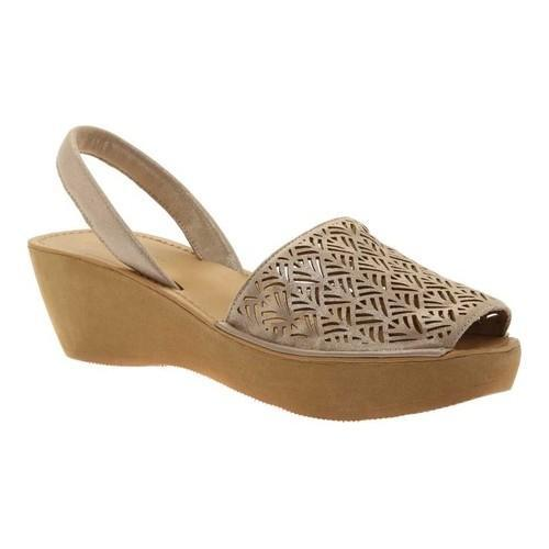 784ae2d903fb Shop Women s Kenneth Cole Reaction Fine Glass Wedge Sandal Champagne  Polyurethane - On Sale - Free Shipping On Orders Over  45 - Overstock -  18950747