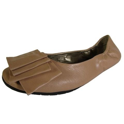 Me Too Womens Lilyana Leather Ballet Flat Shoe Driftwood Glazed Goat