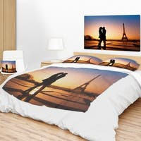 Designart 'Eiffel with Kissing Couple' Landscape Photo Throw Blanket