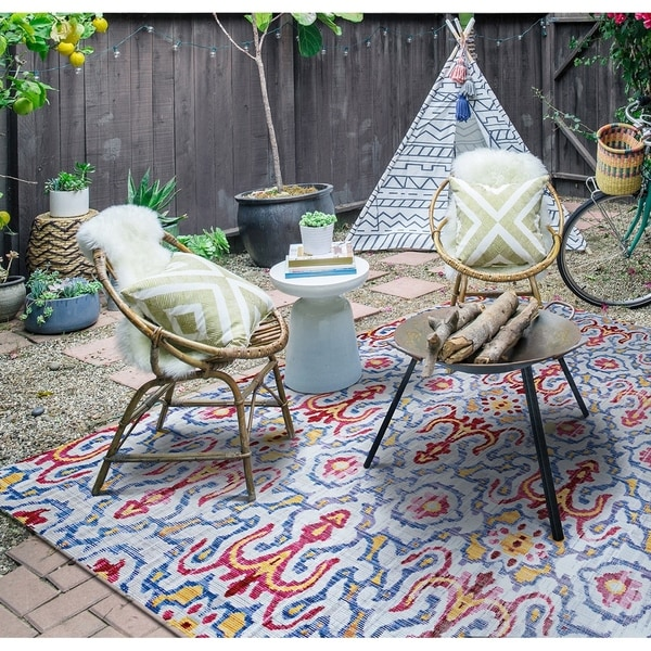Paradise Neiva Light Blue Indoor/Outdoor Area Rug - 5'10 x 9'2""