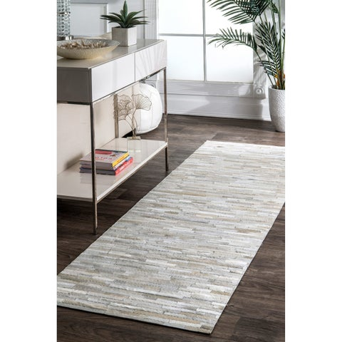 nuLoom Natural Cowhide Leather Handmade Patchwork Runner Rug (2' 6 x 8')