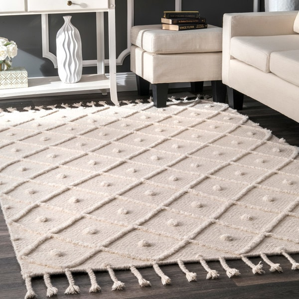 Carson Carrington Broager Ivory Handmade Diamond Trellis Tassel Area Rug