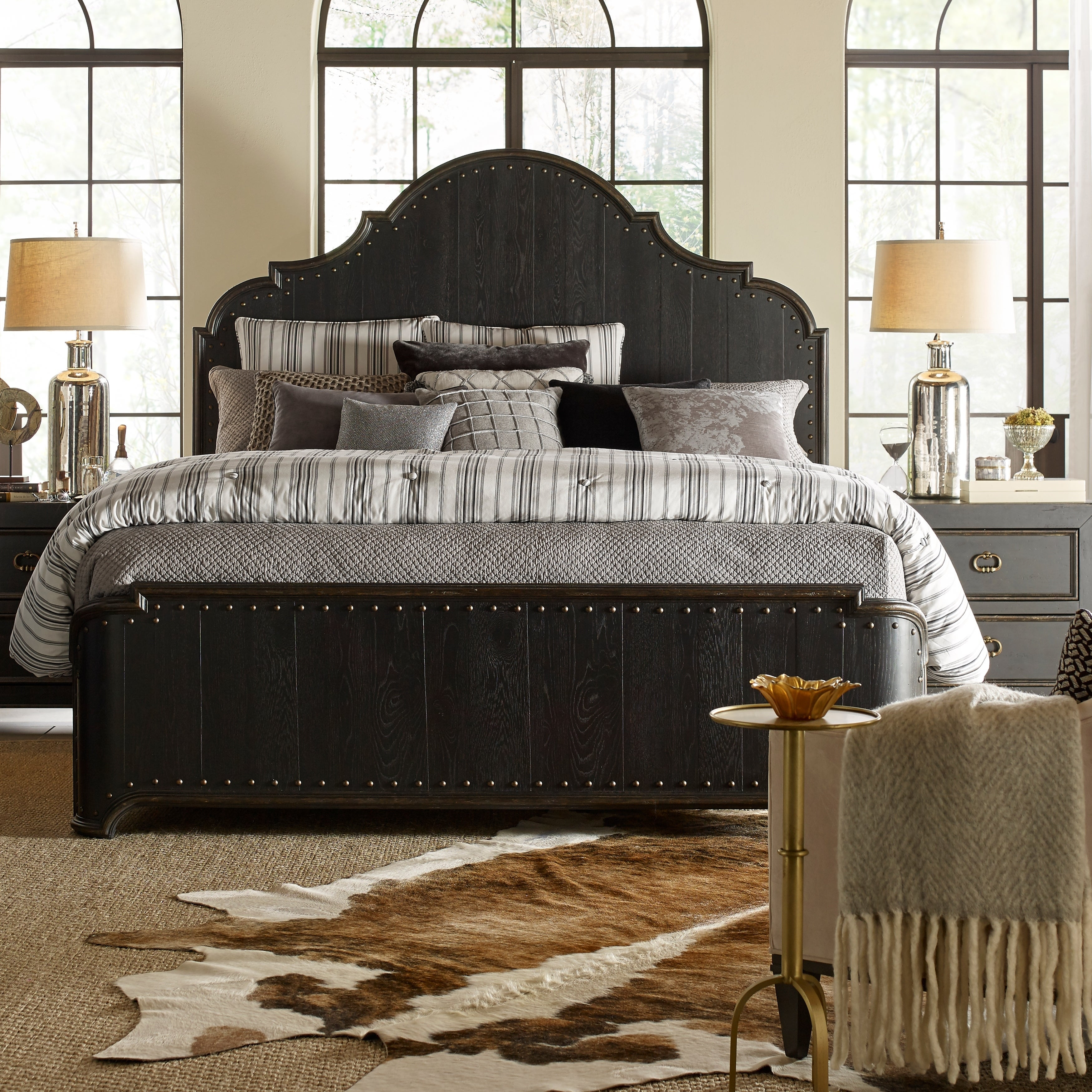 Bishop Hills Traditional King Curved Panel Bed