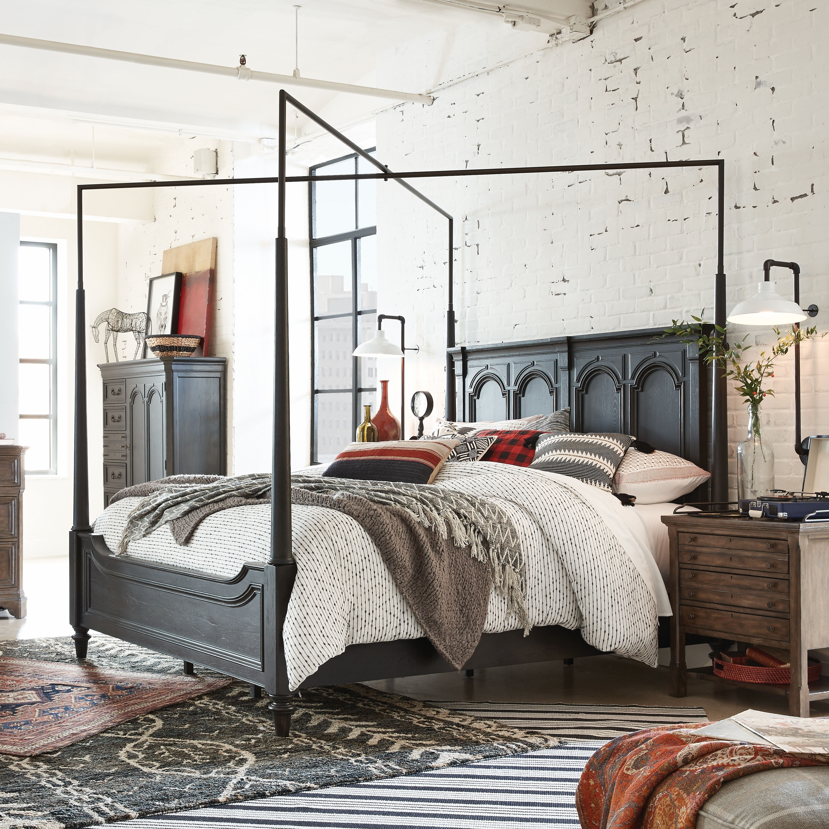 Hudson Square Traditional King Canopy Bed