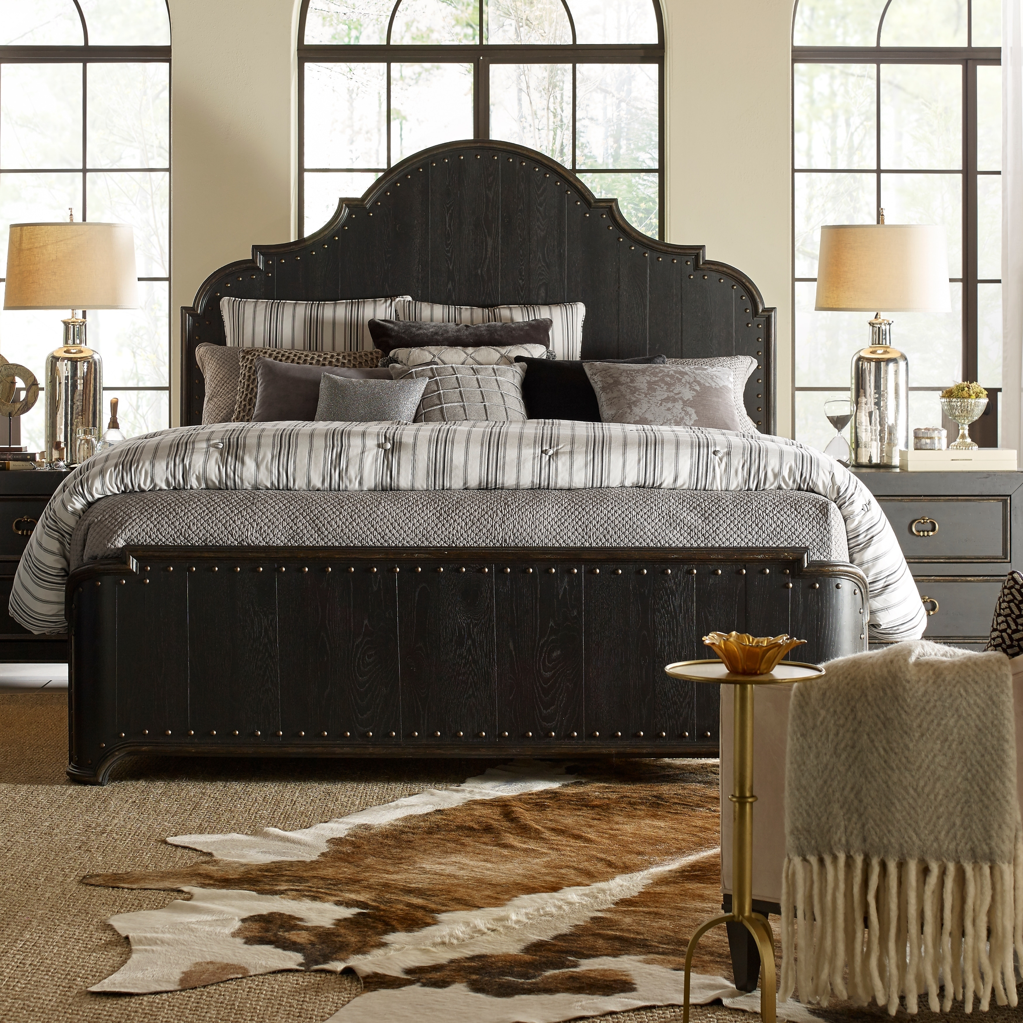 Bishop Hills Traditional Queen Curved Panel Bed