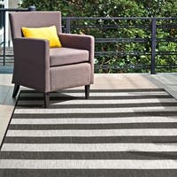 "nuLOOM Black Indoor/Outdoor Casual Chevron Stripes Area Rug - 5' 3"" x 7' 6"""