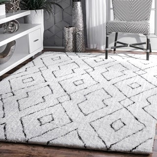 nuLOOM White Handmade Soft and Plush Diamond Lattice Area Shag Rug - 12' x 15'