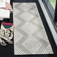 "Safavieh Handmade Blossom Modern & Contemporary Dark Grey / Ivory Wool Rug - 2'3"" x 8'"