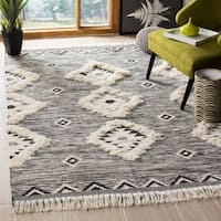 Safavieh Hand-Knotted Kenya Tribal Black/ Ivory Wool Rug - 5' x 8'